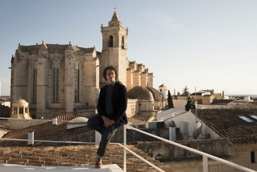 Joan Taltavull, posando en Ciutadella (Fotos: Antxón Castresana)