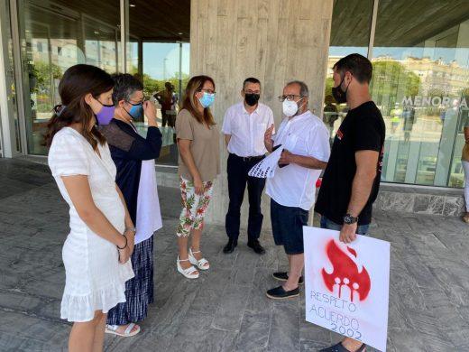 (Fotos y vídeo) AENA se niega a negociar con los trabajadores del aeropuerto de Menorca