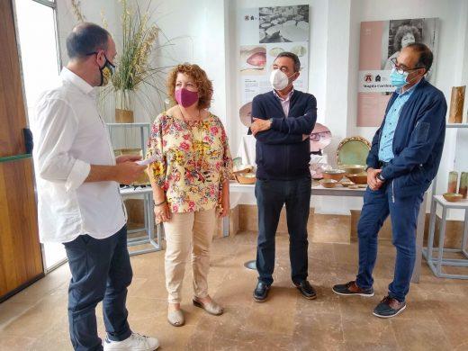 Exposición homenaje a la artesana ceramista Magda Cardona en Es Mercadal