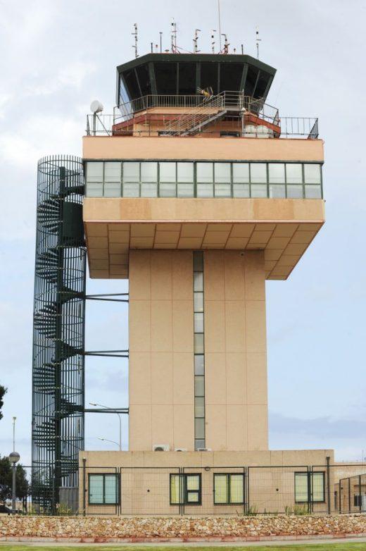 Una torre física.