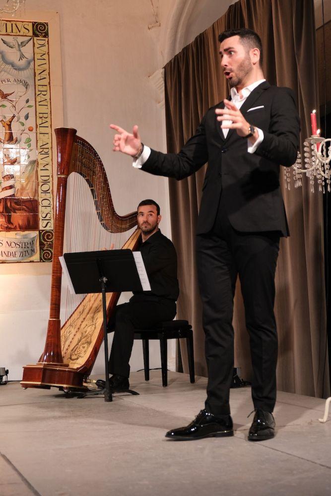Víctor Jiménez y José A. Domené durante el concierto de ayer en Ciutadella.