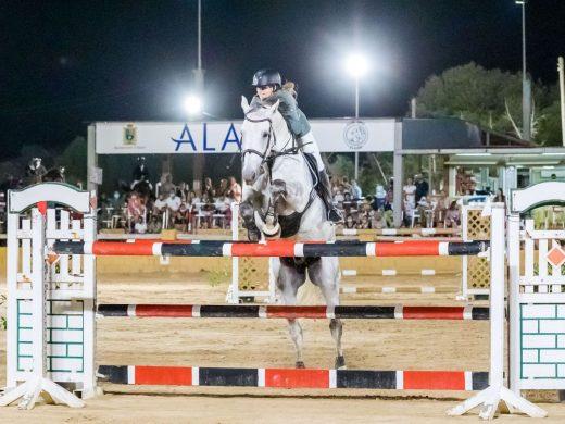 La menorquina Núria Pico gana el concurso de saltos de Alaior