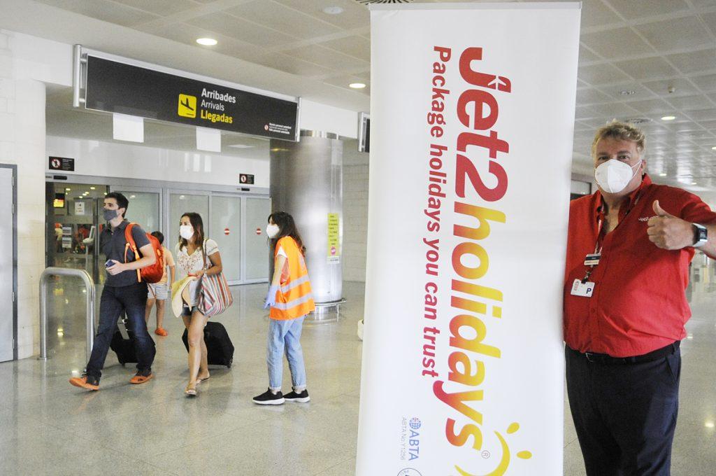Llegada de turistas británicos (Foto: Tolo Mercadal)
