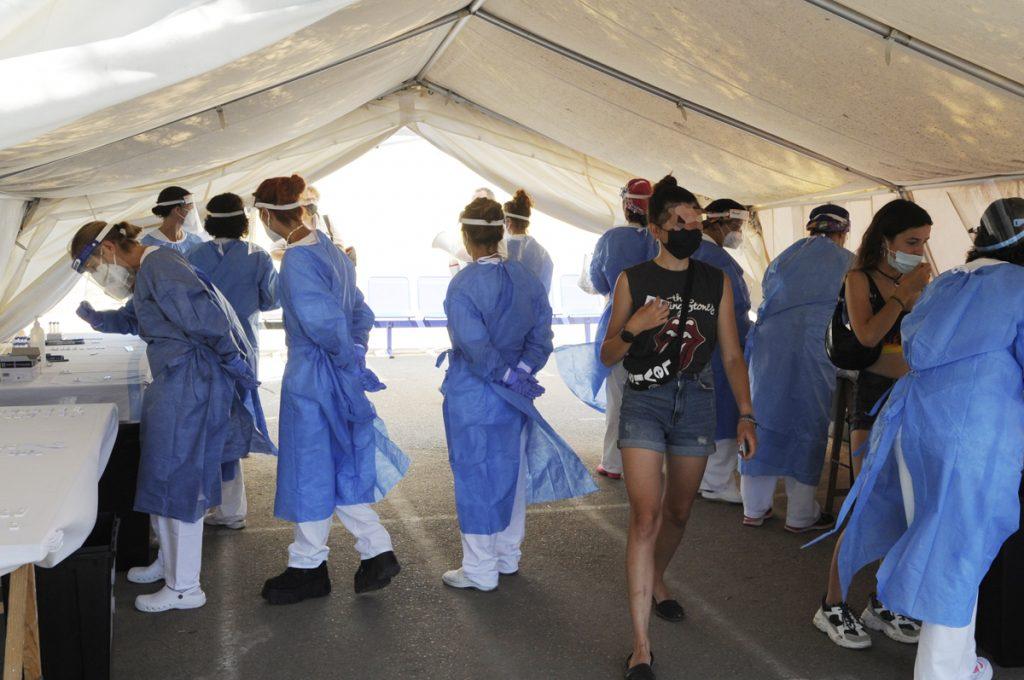 Profesionales sanitarios en Menorca (Foto: T.M.)