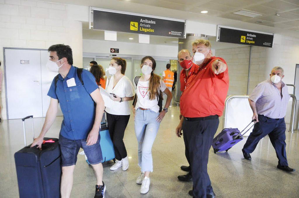 Turistas británicos llegando a Menorca este verano(Fotos: Tolo Mercadal)