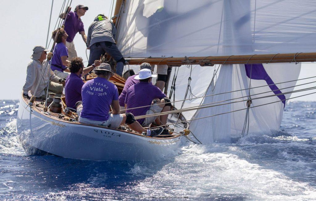 El Viola (1908), ganador en la clase Época Cangreja durante la regata de hoy (Fotos: Luis Fernández)