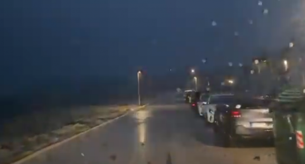 Lluvia a partir de las 23.45 horas de anoche. (Vídeo: Llorenç Piris)