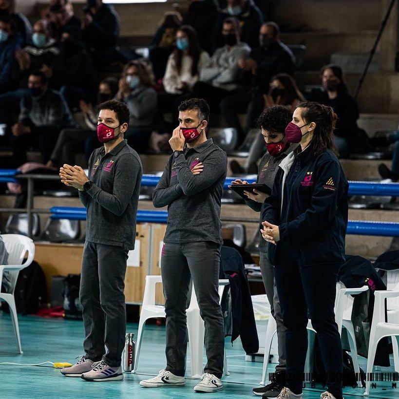 Equipo técnico del Avarca (Foto: Twitter Club Voleibol Ciutadella)