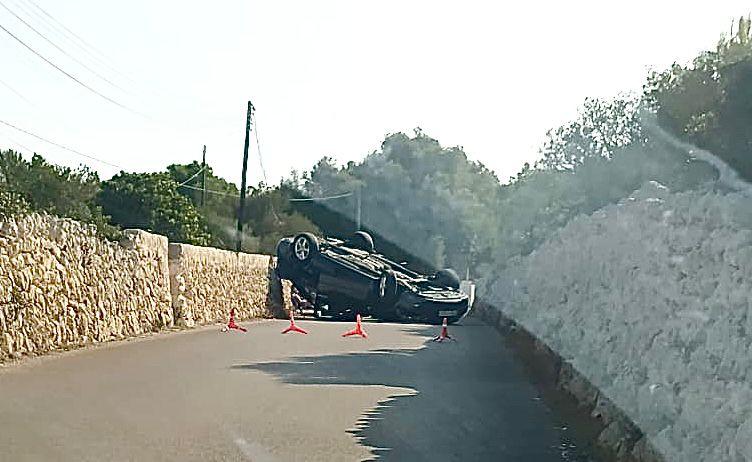 Imagen del coche sobre la calzada.