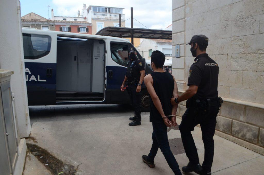 Imagen de un momento de la detención (Foto: Policía Nacional)