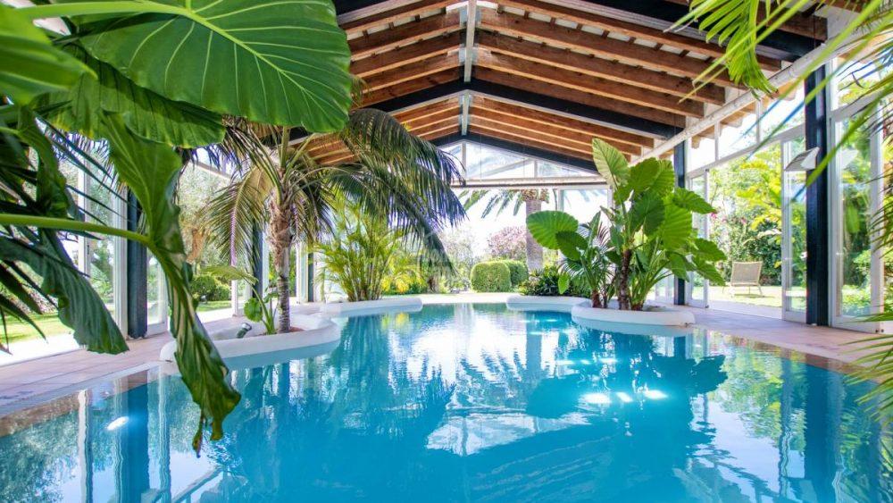 Imagen de la piscina interior de la propiedad.