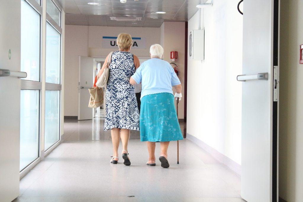 Las personas que han pasado la Covid no precisarán presentar pruebas diagnósticas o de vacunación para visitar los centros geriátricos (Imagen de sarcifilippo)