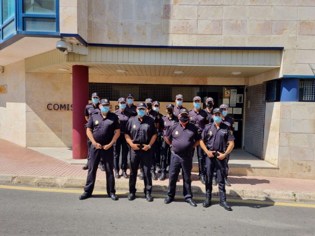 Presentación oficial de los nuevos agentes que se han incorporado hoy a la Policía Nacional en Ciutadella.
