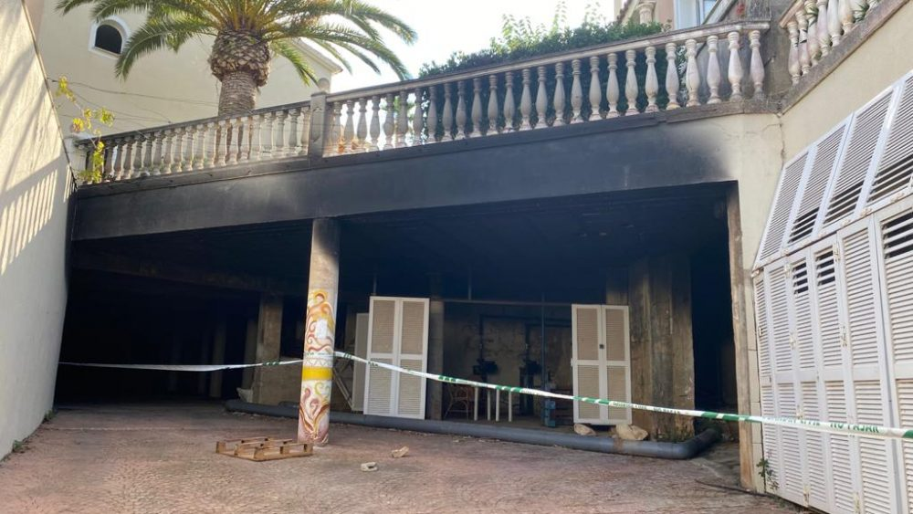 Imagen de la zona donde está ubicada la caldera del hotel, donde se inició el incendio de este jueves por la noche.