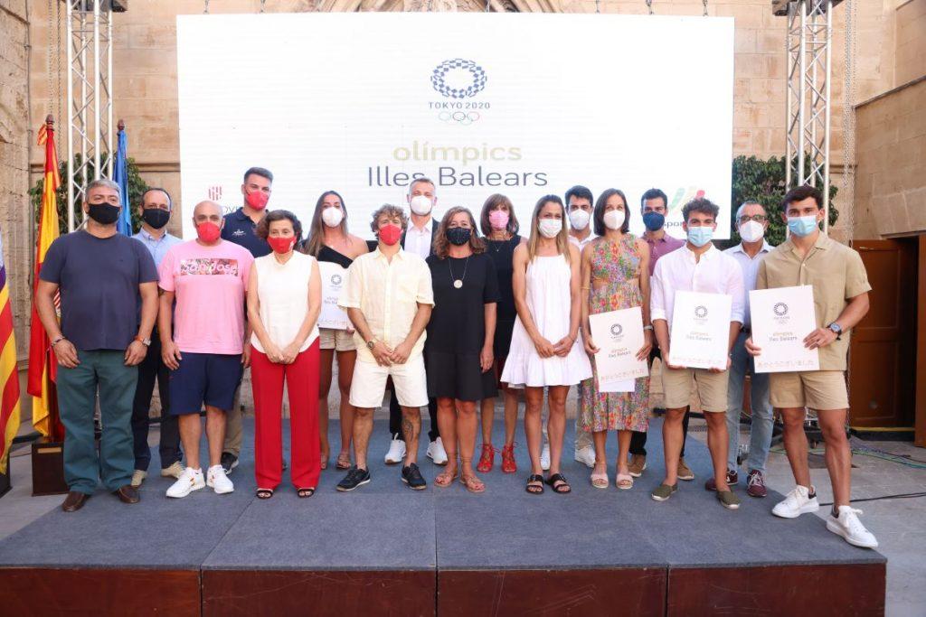 Representantes del Govern con deportistas y técnicos que han participado en los Juegos de Tokio
