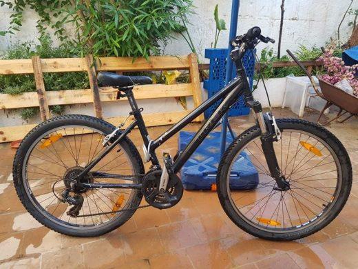 Esta es la bicicleta en la que circulaba Daniel Sepulveda y que alguien robó del lugar del accidente. Si la ve, póngase en contacto con la Policía Local de Sant Lluís (Foto: Erik Sepúlveda)