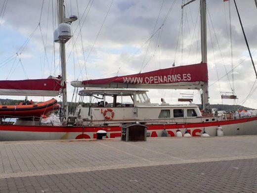 El buque Astral de Open Arms recala en Maó