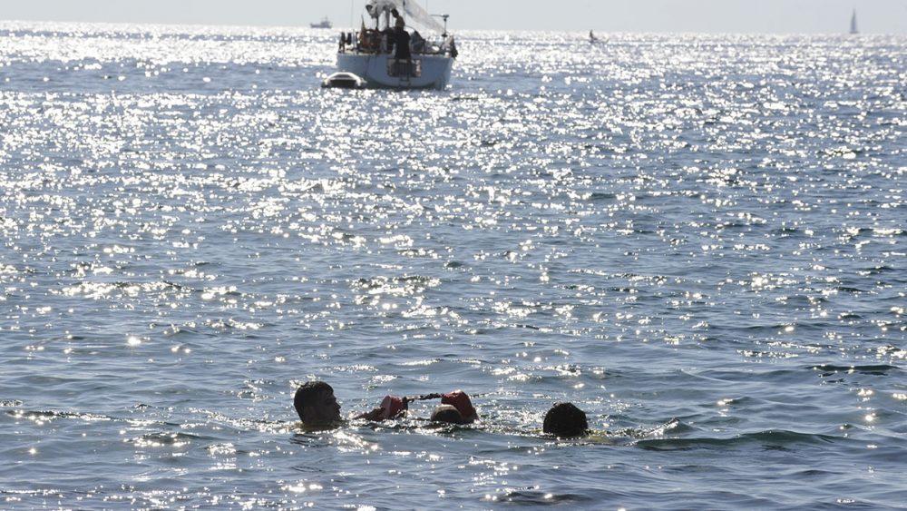 Diez alumnos del proyecto de formación y empleo del SOIB han realizado una demostración en la playa de Sa Mesquida este viernes.