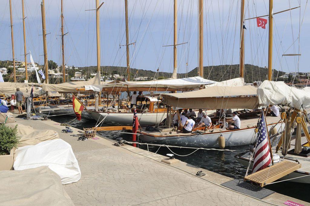 Embarcaciones en el puerto de Maó (Fotos: Tolo Mercadal)