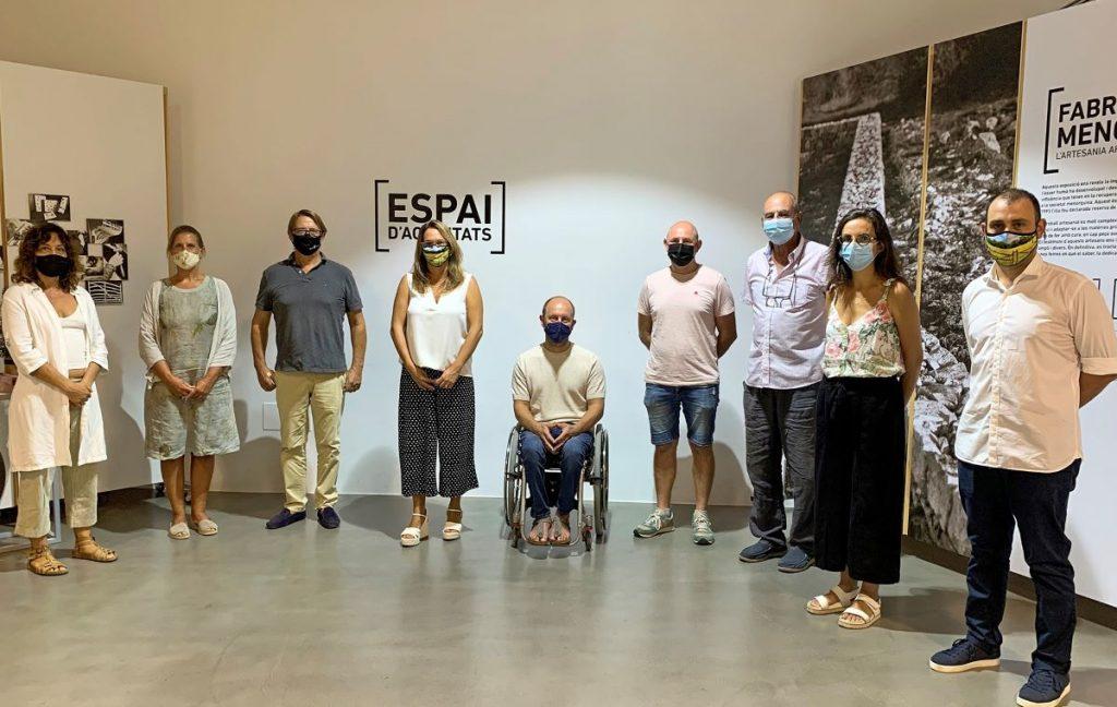 Autoridades en el Centro Artesanal de Menorca