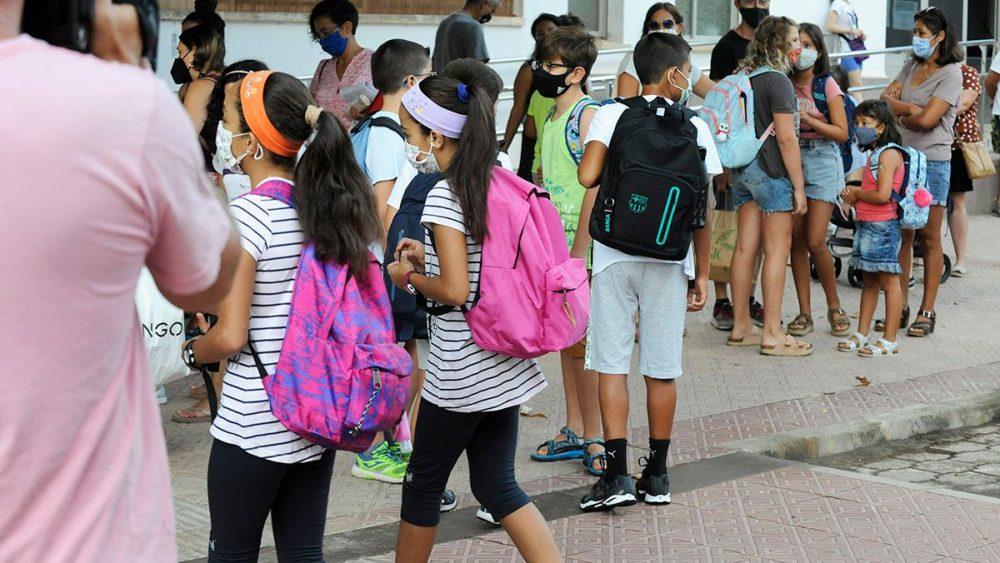 Muchas ilusiones entre los estudiantes en el primer día del curso (Fotos; Tolo Mercadal)