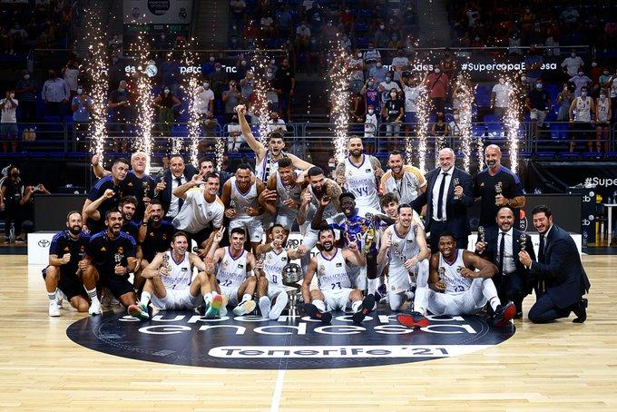 El Madrid, celebrando el título.