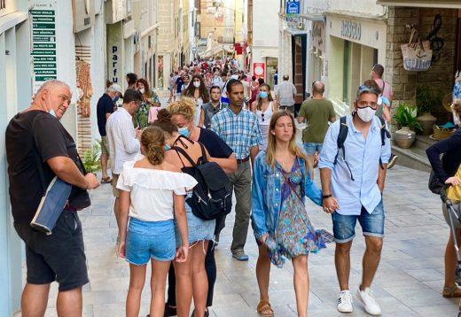 Un debate sobre la masificación turística en Menorca