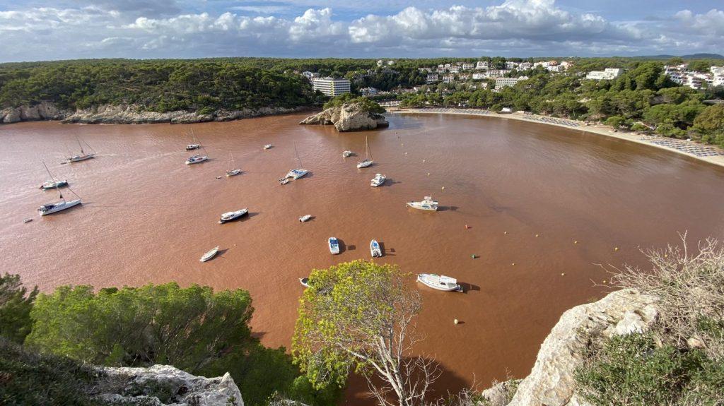 Imagen de Cala Galdana tras la torrentada (Foto: Meteo Menorca)