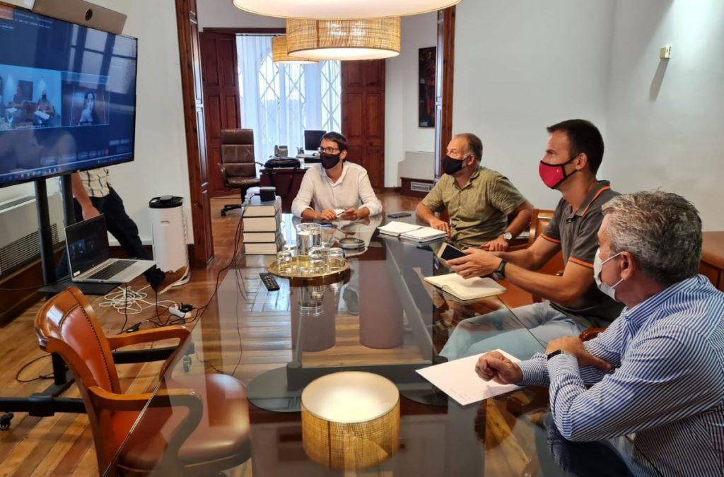 Imagen de la reunión entre el Govern y la patronal