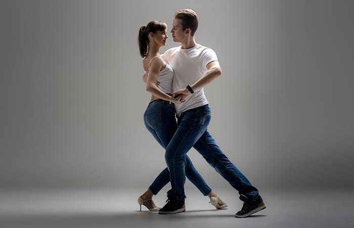 """""""Siempre he oído decir que bailar es muy bueno para la salud, sobre todo para activar nuestra circulación""""."""