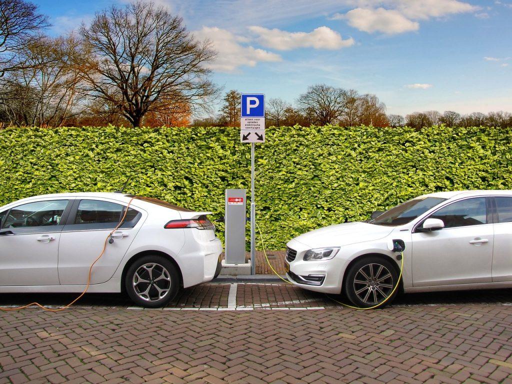 Carga de coches eléctricos.
