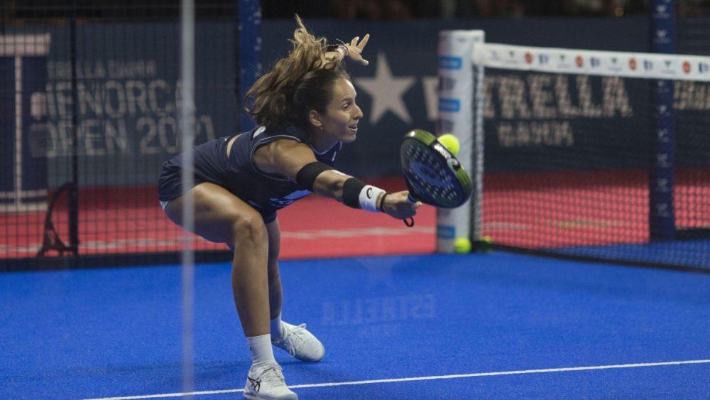 Gemma Triay golpea la bola (Fotos: Antxón Castresana)