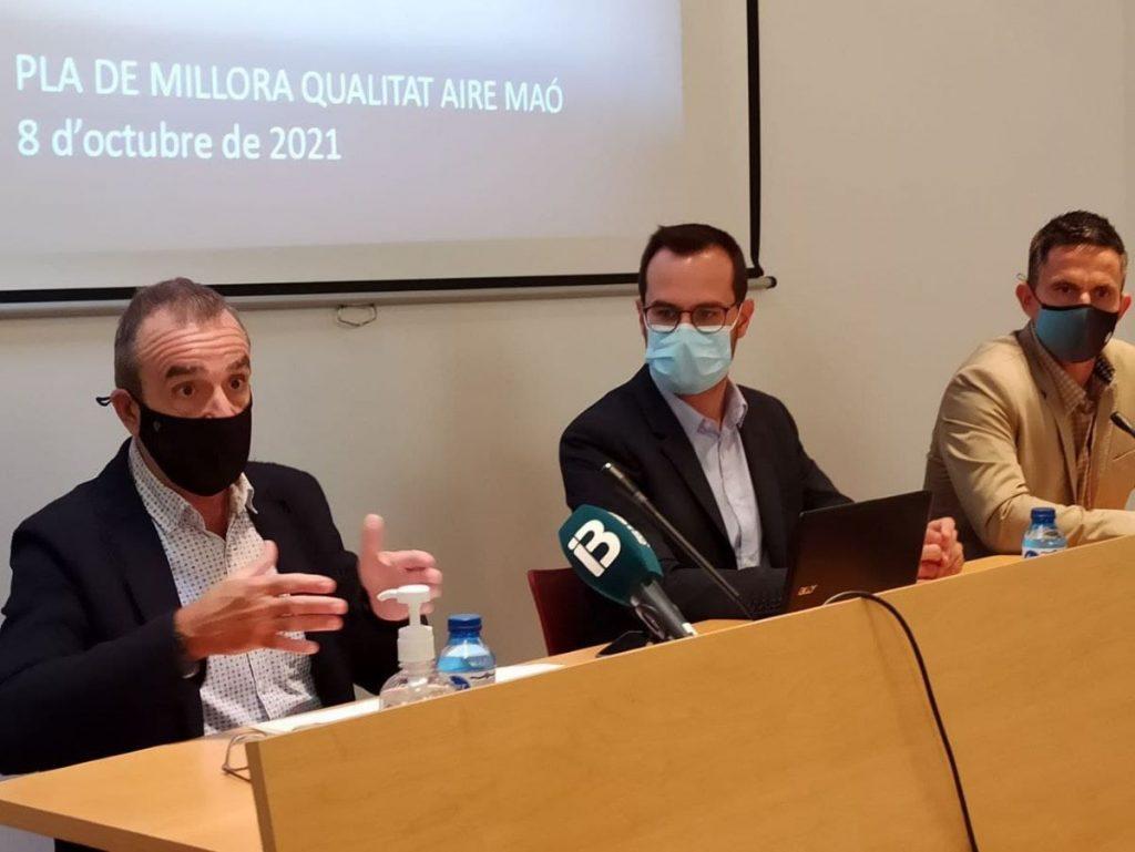 El vicepresidente Yllanes, el alcalde de Maó, Héctor Pons, y el conseller de Medio Ambiente, Josep Juaneda